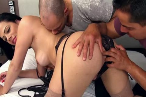 lusty shelady Bruna Castro Sucks And bangs Two Delivery men